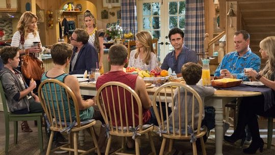 A mix of new and familiar faces reside in 'Fuller House' on Netflix.