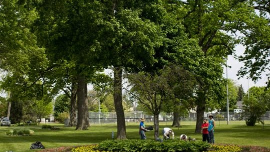Volunteers are needed Saturday to cleanup 22 flowerbeds in Port Huron.