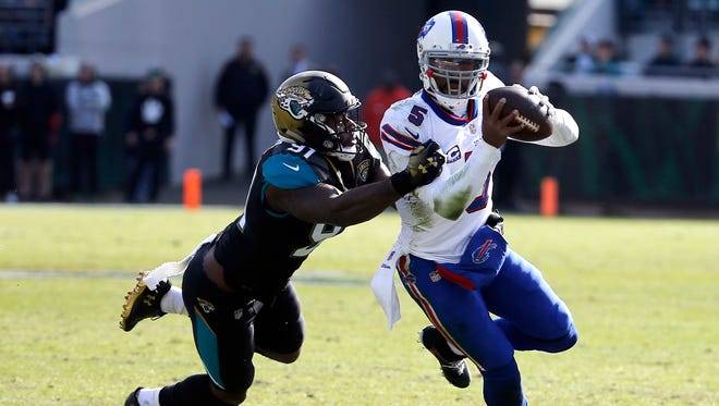 Jacksonville Jaguars defensive end Yannick Ngakoue (91) tries to stop Buffalo Bills quarterback Tyrod Taylor as he scrambles from the pocket in the first half of an NFL wild-card playoff football game, Sunday, Jan. 7, 2018, in Jacksonville, Fla. (AP Photo/Stephen B. Morton)