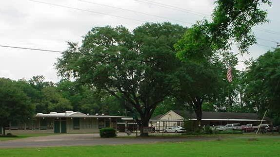 Palmetto Elementary School will receive five temporary buildings on its campus.
