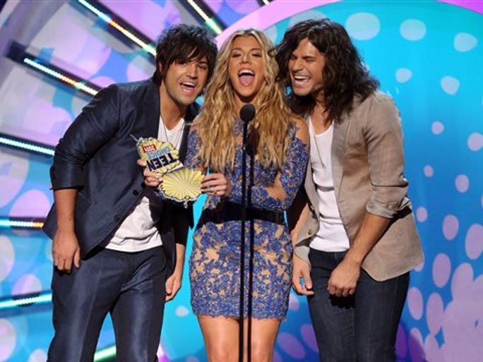 Neil Perry, from left, Kimberly Perry and Reid Perry, of the musical group The Band Perry, present the award for choice TV actress at the Teen Choice Awards at the Shrine Auditorium on Sunday, Aug. 10, 2014, in Los Angeles.