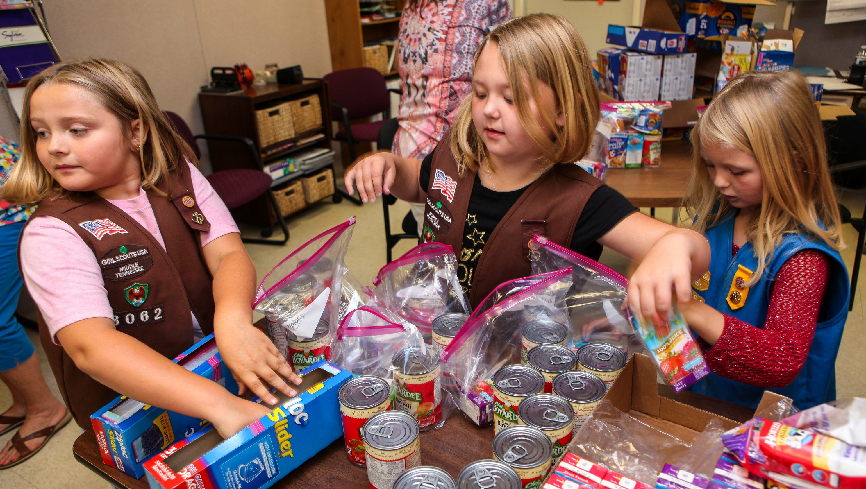 girl scouts raise funds to feed homeless