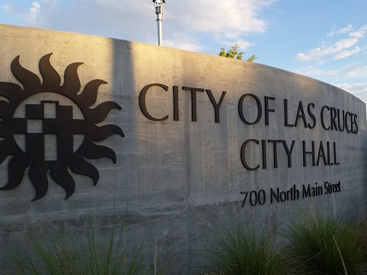635781884775524530-20150917-LasCruces-cityhall-sign-1