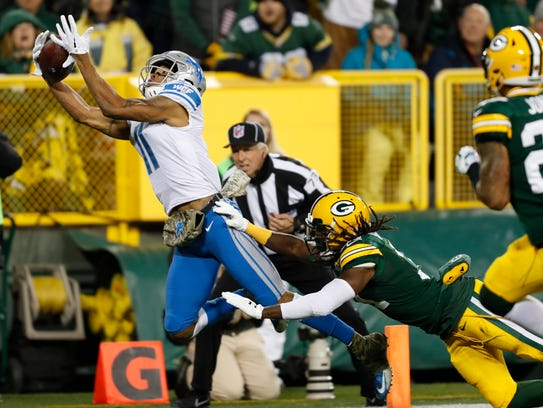 Lions WR Marvin Jones catches a touchdown past Packers