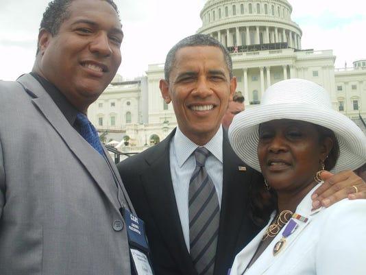IMG_Cheryl_Gibson_Obama_1_1_RUBFP16A.jpg_20150802.jpg