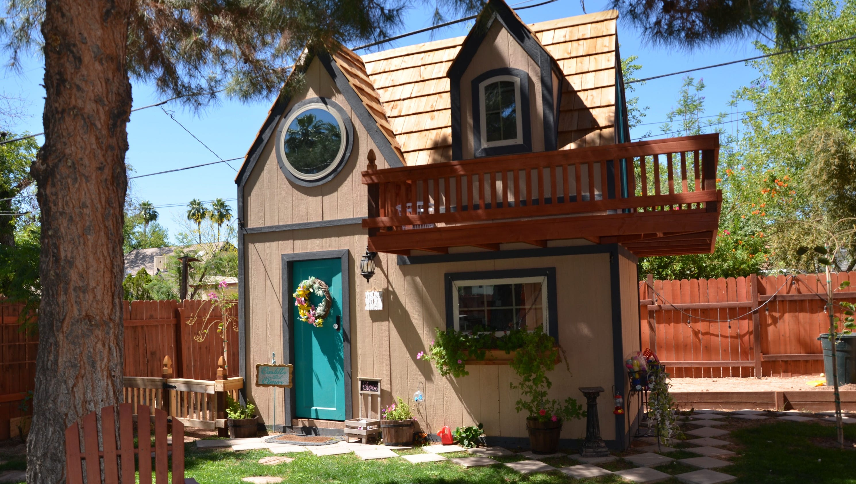 These parents built their 6 year old a replica house in for Classic house phoenix