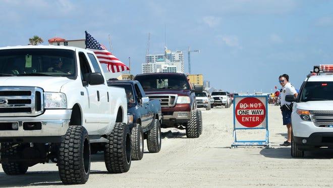 Trucks fill the beach during Daytona Truck Meet 2018.