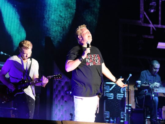 Gary LeVox, lead singer of Rascal Flatts, belts a note