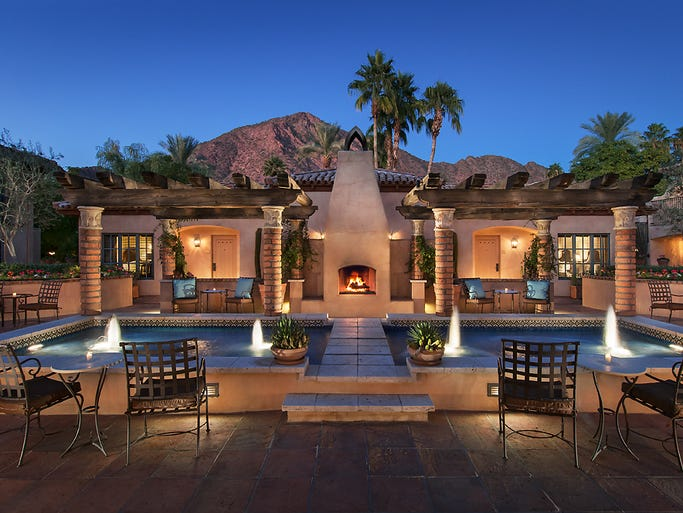 A desert oasis with nearly 120 rooms, casitas and villas spread throughout the property, this historical retreat rests at the foot of Camelback mountain.