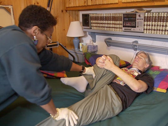 HOMECARE25 3/5/01 Staff Photo / Nikki Kahn (w/Gina Barton story) File#56767 Multiple Sclerosis (MS)