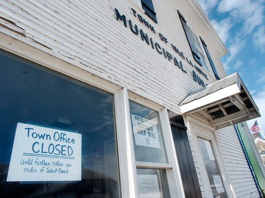 Isle La Motte's town offices were closed in March 2007 following allegations that a former clerk and treasurer, Suzanne LaBombard, had embezzled money from the town. She eventually was convicted of related charges and sent to prison. She has dropped a request seeking $23,000 in retirement funds from the town.