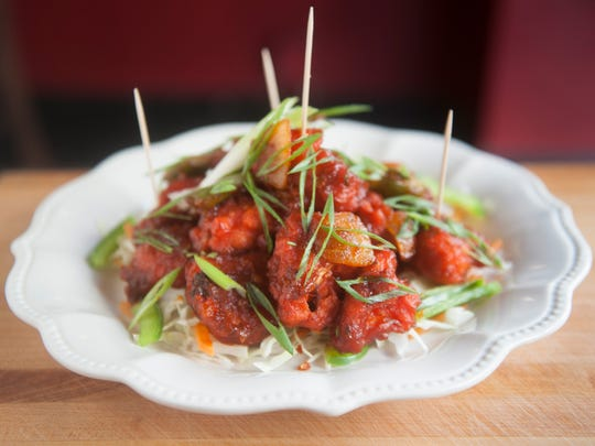 Gobi Manchurian, (cauliflower florets tossed in homemade spicy sauce), presented at the 2004 Chestnut St, Philadelphia location of Spice End.