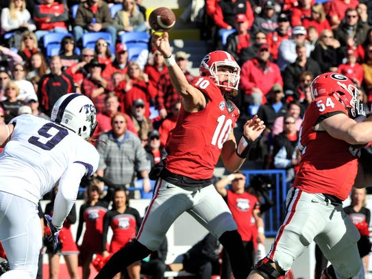 Georgia quarterback Jacob Eason passes during the 2016
