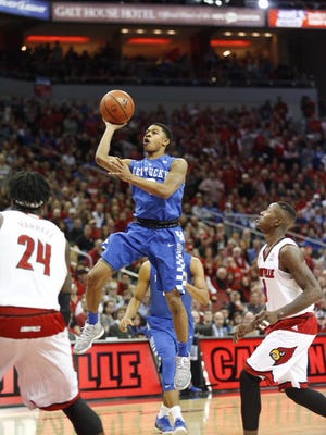 Kentucky's Ulis floats one up from the lane for two.