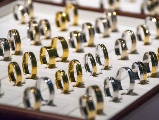 wedding-rings-1163321_1920_large.jpeg