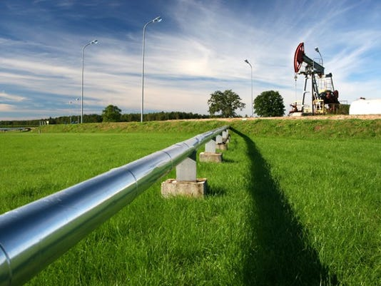 oil-pipeline-with-an-oil-pump_large.jpg