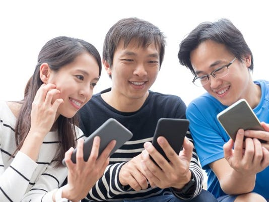 3-people-looking-at-each-others-smartphones_large.jpg