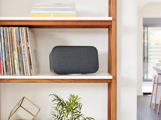 Google Home Max, the Google smart speaker that rivals Apple HomePod.