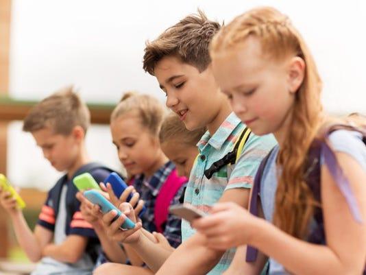 kids-using-smartphones_large.jpg