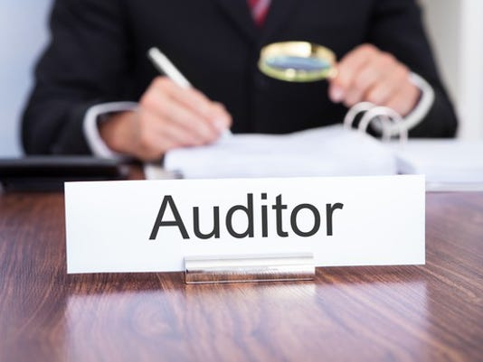 auditor_gettyimages-497113443_large.jpg