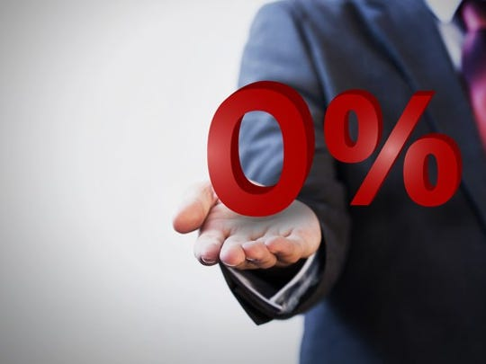 Businessman presenting zero percent graphic