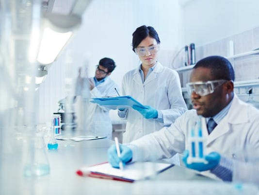 lab-scientists-2-gettyimages-506712124_large.jpg