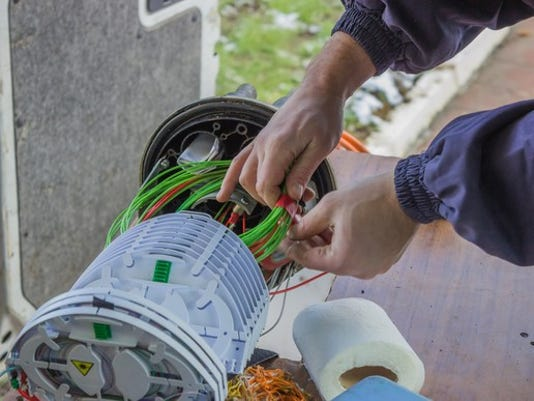 fiber-optic-bundle-and-technician_large.jpg