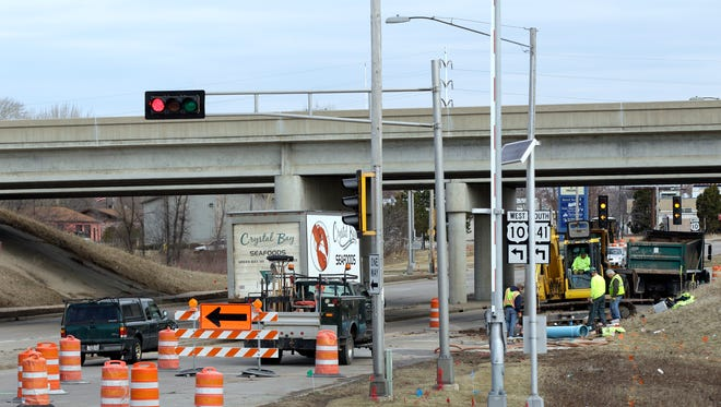 Contractors will close Appleton Road between Valley and Midway roads in Menasha the week of April 13 for reconstruction. The work is part of the Tri-County Freeway expansion project.