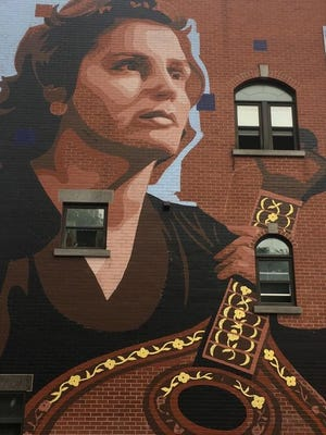 Mural being painted this week in Montreal, Canada, in honor of Amália Rodrigues, as part of Herman Alves' dream to install 25 murals worldwide to pay tribute to the legendary fado singer.