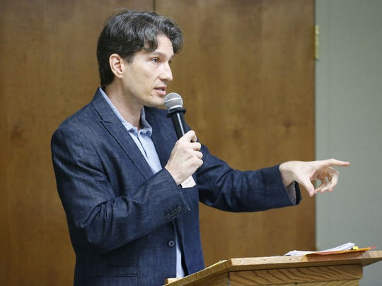 State Rep. Phil Lovas, R-Peoria, said he sponsored the bill at the request of the Goldwater Institute, a Phoenix-based conservative think tank that pushed for the legislation, which it calls the Free Speech in Medicine Act.
