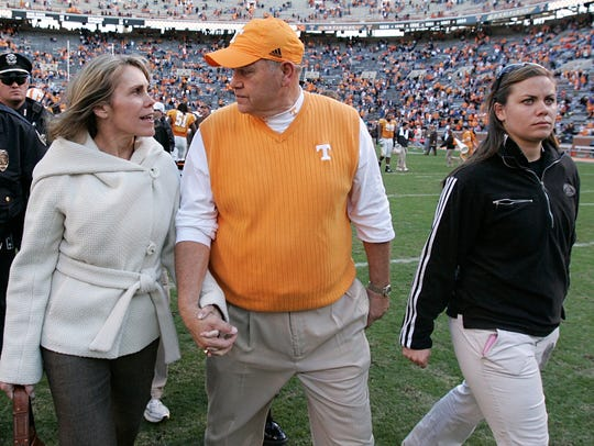 Tennessee coach Phillip Fulmer, center, leaves the