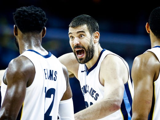 Memphis Grizzlies center Marc Gasol (middle) chats
