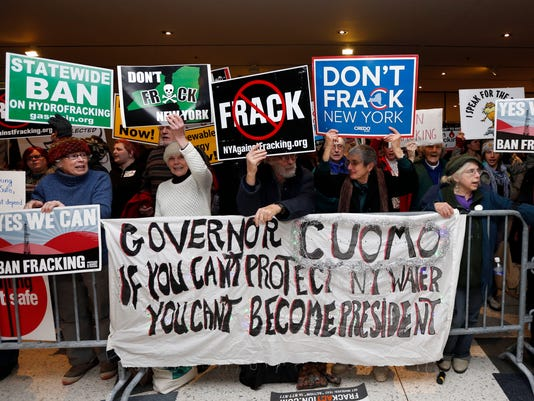-ITHBrd_12-20-2014_Daily_1_A001~~2014~12~19~IMG_frack_protest_albany_1_1_JL9.jpg