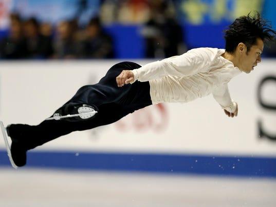 2013-11-9-daisuke-takahashi-nhk-skating