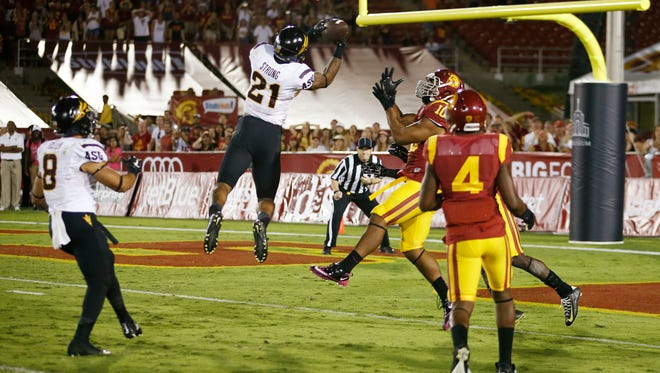 Jaelen Strong catches a 49-yard touchdown pass from Mike Bercovici against USC on the final play of the game on Saturday, Oct. 4, 2014 at Memorial Coliseum in Los Angeles.