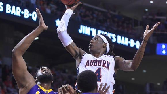 Auburn guard T.J. Dunans (4) shoots over LSU center