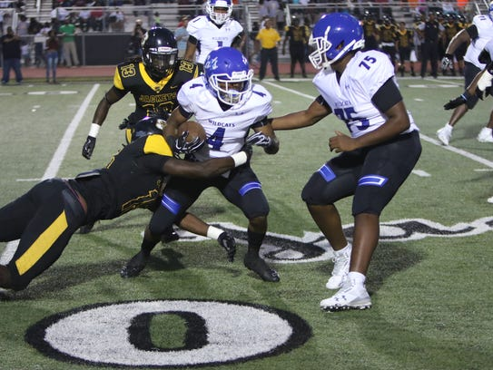 Starkville defense led by Zach Edwards tackles Jaquaris