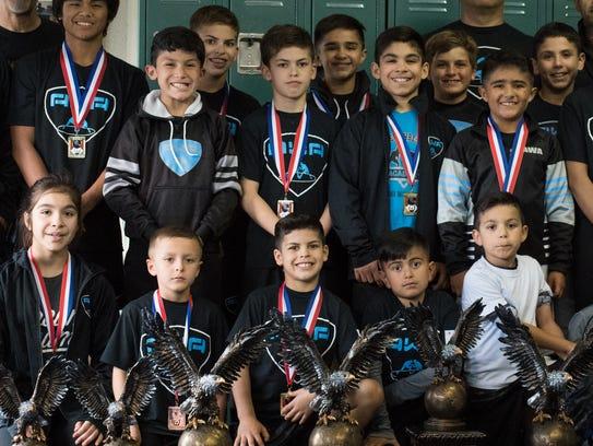El lugar parece estar diseñado para ocultar el sitio donde Casey Bittner, de seis años de edad y campeón estatal de lucha libre practica con sus compañeros de equipo.De hecho, Bittner y el resto de la Academia de Lucha Amateur (AWA) forman el segundo mejor equipo de lucha juvenil del país.