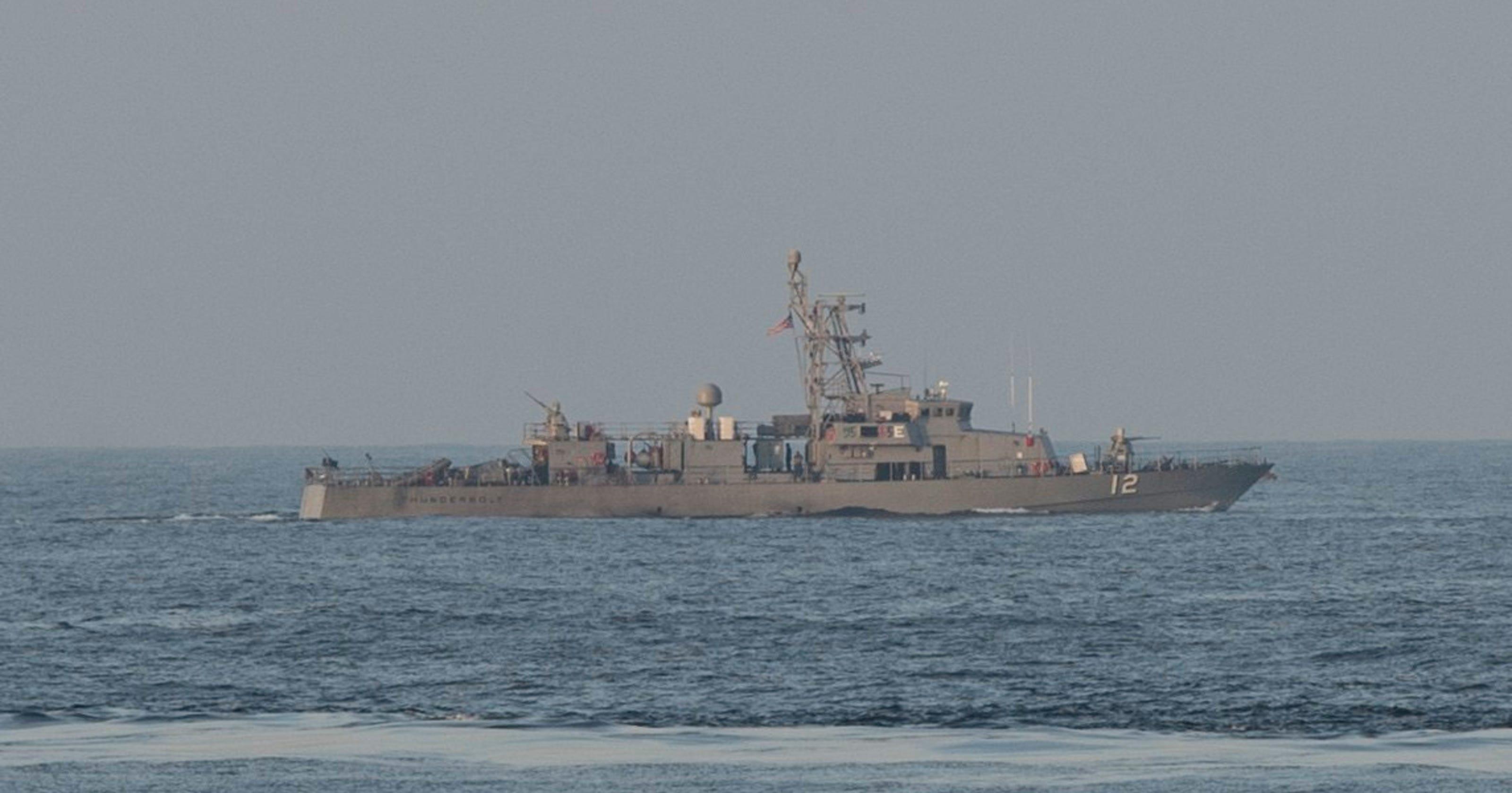 Uss Thunderbolt Fires Warning Shots At Iranian Ship In Unsafe Gulf