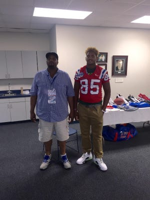 New Louisiana Tech commitment Willie Baker, right, is hopeful his decision will help the Bulldogs attract more top-tier talent.