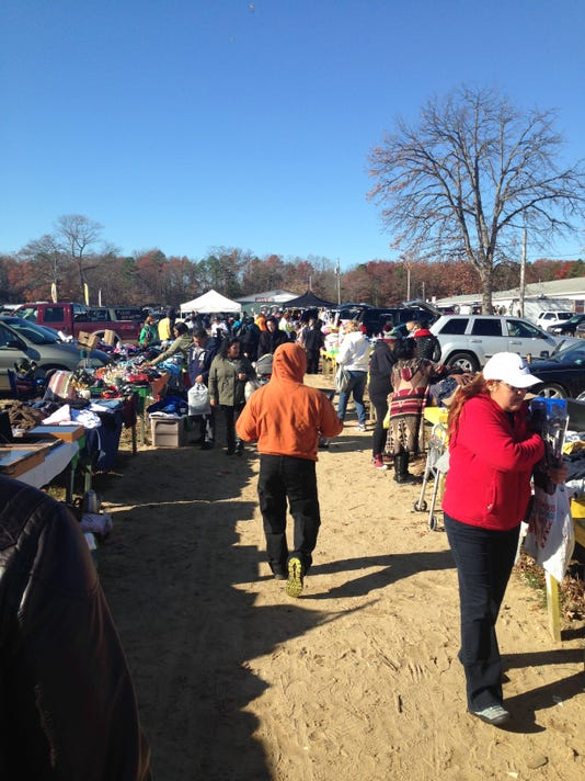 Flea market_crowd