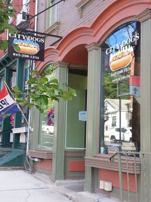 For casual dining in Wappingers Falls, City Dogs is an enticing option.