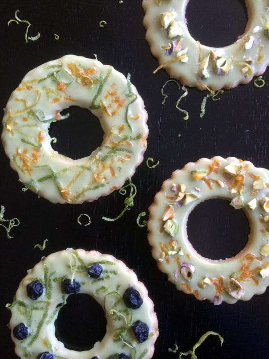 tallgrass06-wreath cookies
