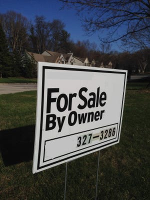 Our readers today are considering selling their home without using a real estate agent. As home prices rise and real estate fees rise with them, the industry is experiencing resistance. There are more and more options appearing to meet the demand for lower rates.