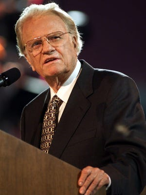 -  -lm 060200 graham .... Billy Graham speaks before and estimated 42,000 people who came to hear him preach at the Billy Graham Crusade in Nashville.