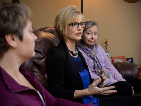 Tammy Moore, center, talks with sisters, Joan Willenbring,
