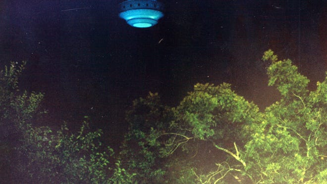 Using the model that was found a Pensacola News Journal photographer fabricated this UFO photo.