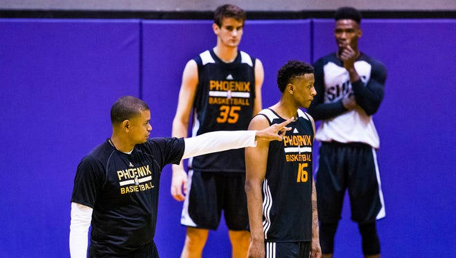 Phoenix Suns Head Coach Earl Watson, left, instructs Troy Williams (16) of Indiana during Phoenix Suns Summer League at Talking Stick Resort Arena in Phoenix, Friday, July 8, 2016.