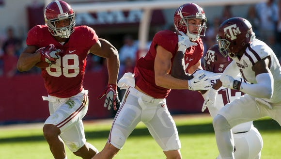 Alabama tight end O.J. Howard (88) carries against
