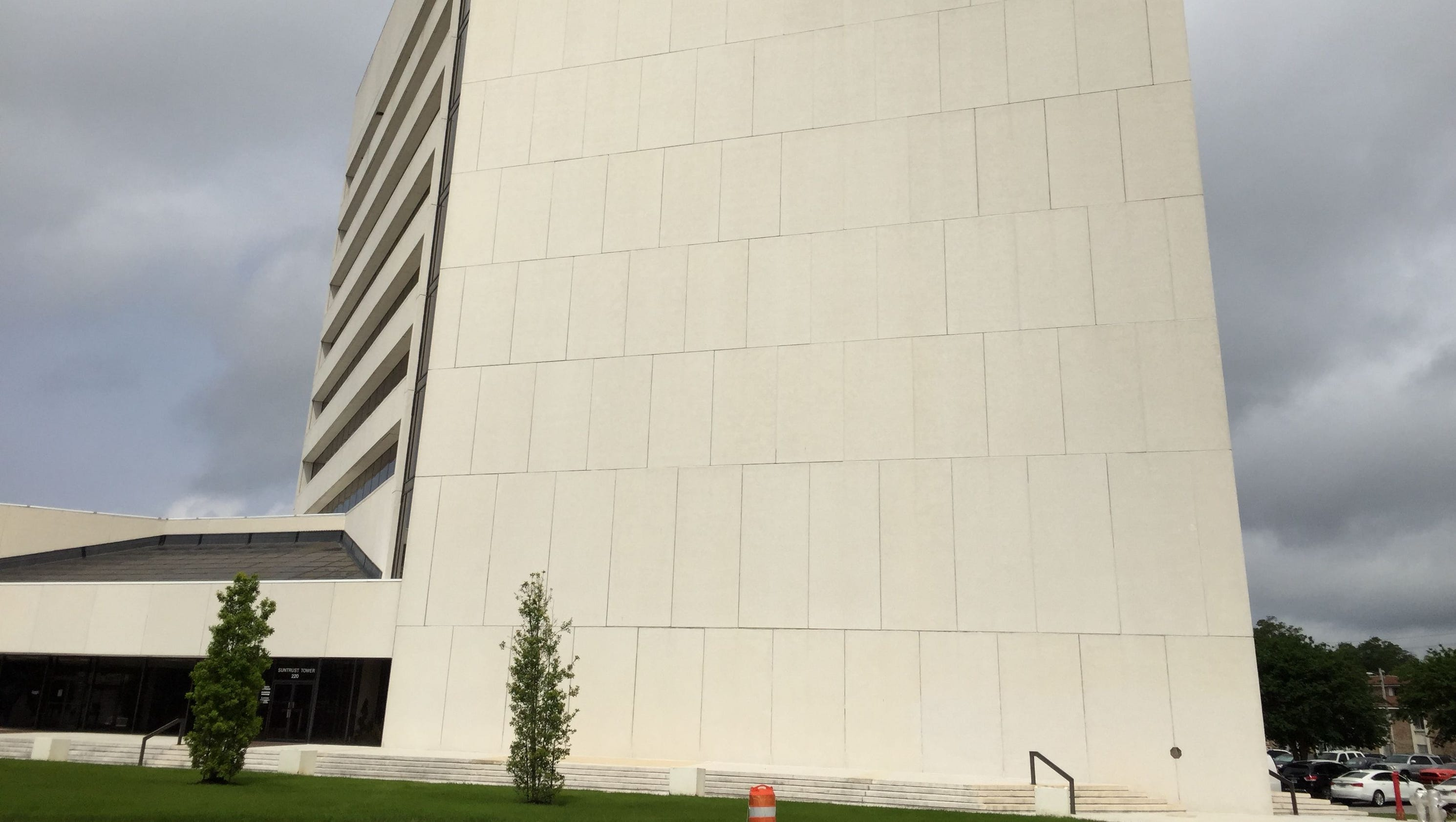 Studers to close on SunTrust Tower building in August
